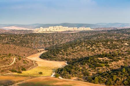 49039104-paesaggio-di-bet-shemesh-in-giudea-monti-israele